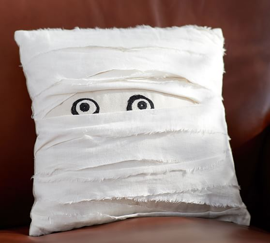 mummy-decorative-pillow-c